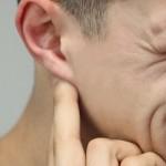 Häufig treten bei Ohrenschmerzen auch Zahnschmerzen auf.