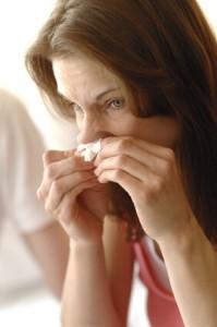 Bei entzündeten Nasennebenhöhlen schwellen die Schleimhäute an und üben Druck auf die Zahnwurzeln aus.