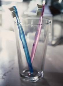 Zahnschmerzen vorbeugen durch richtiges Putzen.