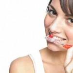 Zähneputzen mit der richtigen Putztechnik.